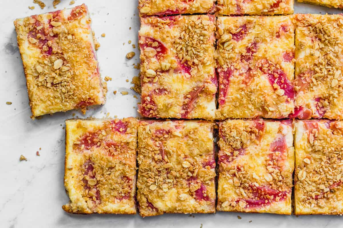 Rhubarb Crumble Cheesecake Bars