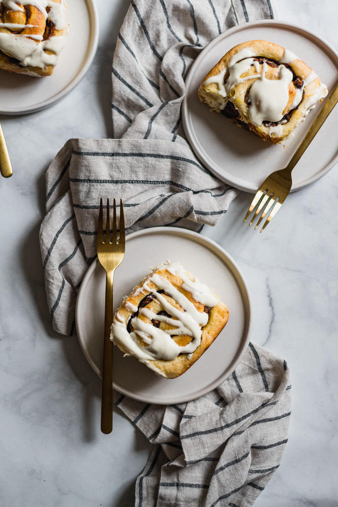 Pumpkin butter cinnamon rolls on plates