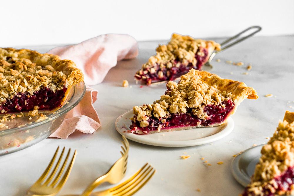 blackberry plum crumble pie